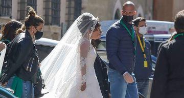 造型被吐槽!女神卡卡新片穿上「白婚紗」 比例超怪網看傻:五五身!