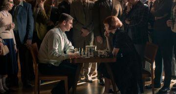 《后翼棄兵》女主角原型是「他」!6歲自學下棋打敗蘇聯世界冠軍