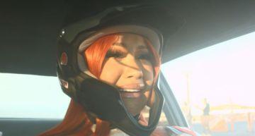卡蒂B學「飛車」!鏡頭前嚇到變「尖叫雞」 失控亂撞網笑瘋