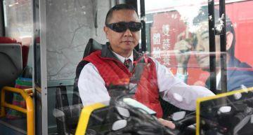 邰哥「公車司機」開上路!網論戰「最困難一日系列」:真的有危險