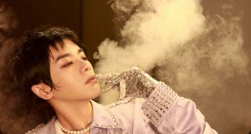 「室內吸煙」被抓包! 「華晨宇」老練叼菸化妝惹網議:帶頭作亂?