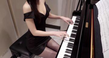 「爆乳鋼琴家」終於露臉了! Pan Piano全身入鏡網驚呆:鼻子是歪的!