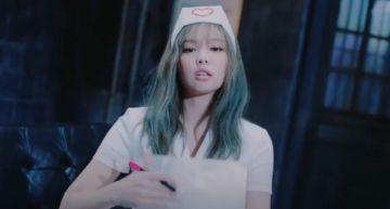 Jennie「護士服」造型引爆女權爭議!MV畫面全刪光「網友反應兩極」