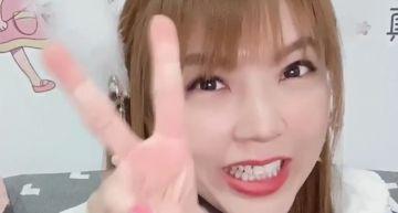 嫌台灣核酸檢測太貴!劉樂妍嗆「一群傻X」 戴口罩卻「大露鼻孔」超諷刺