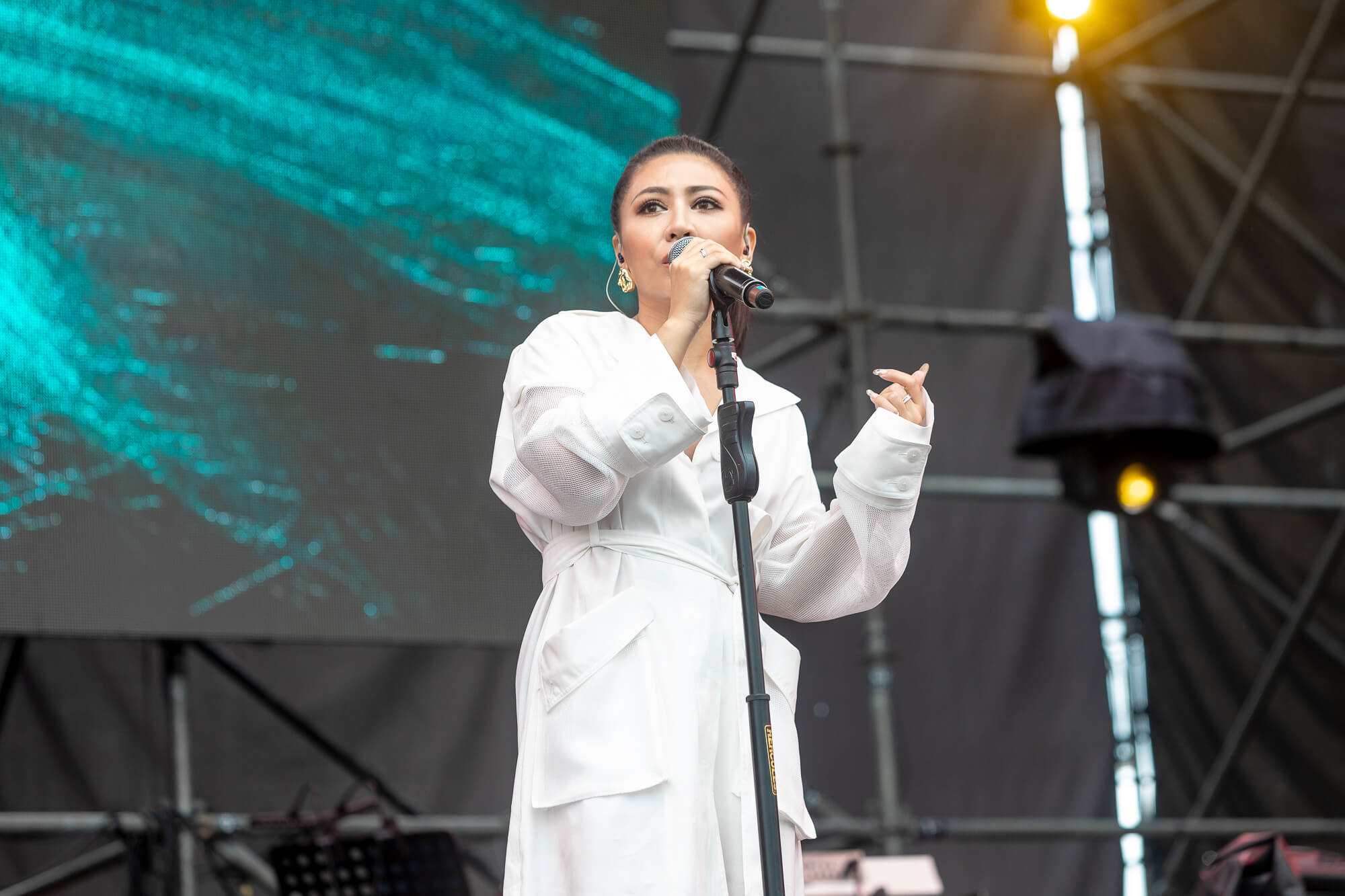 ØZI「公開新專輯進度」 預告:下個月會有新歌暖身!