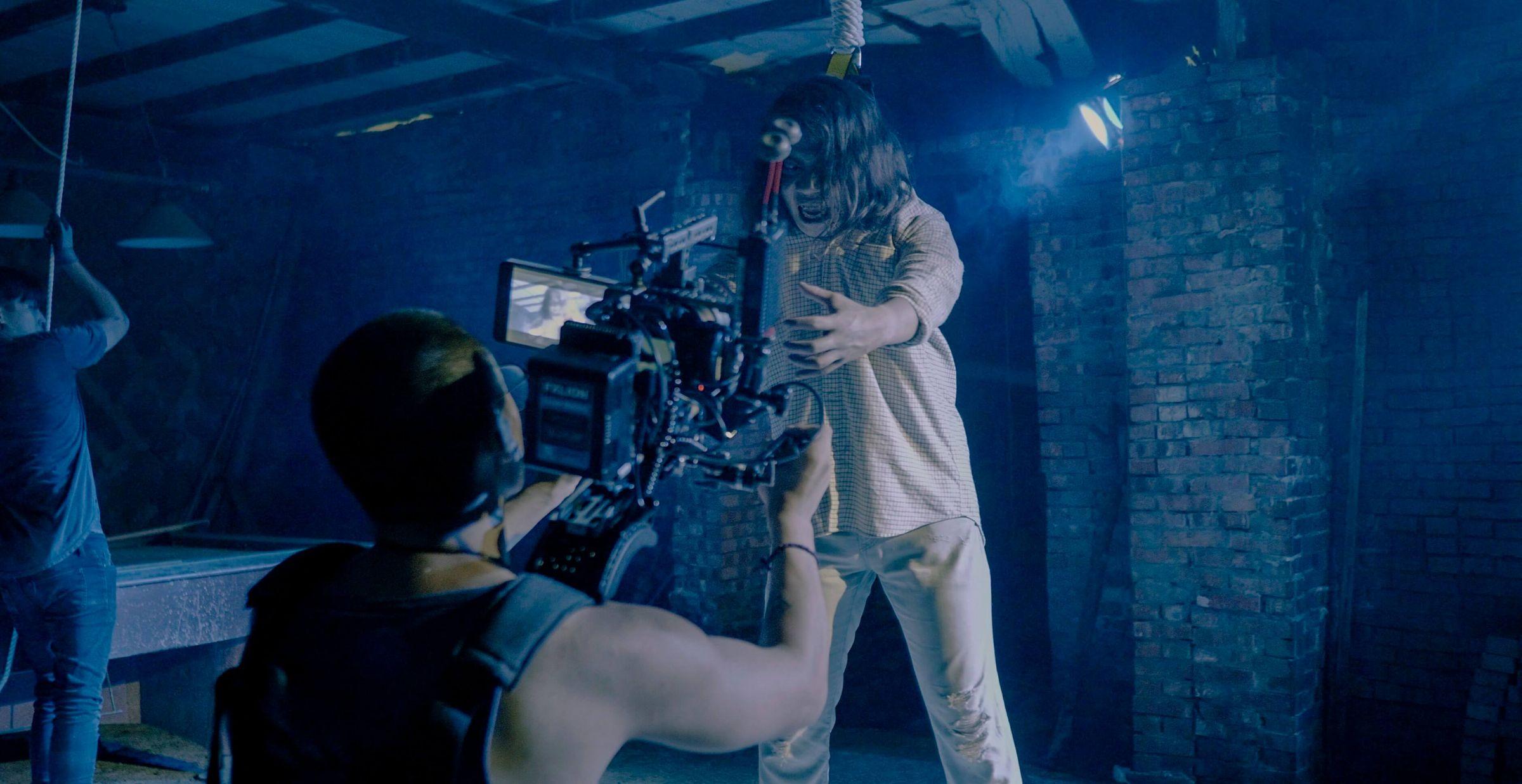 J.Sheon「獻出第一次」給好友 饒舌歌手張伍MV超驚悚!