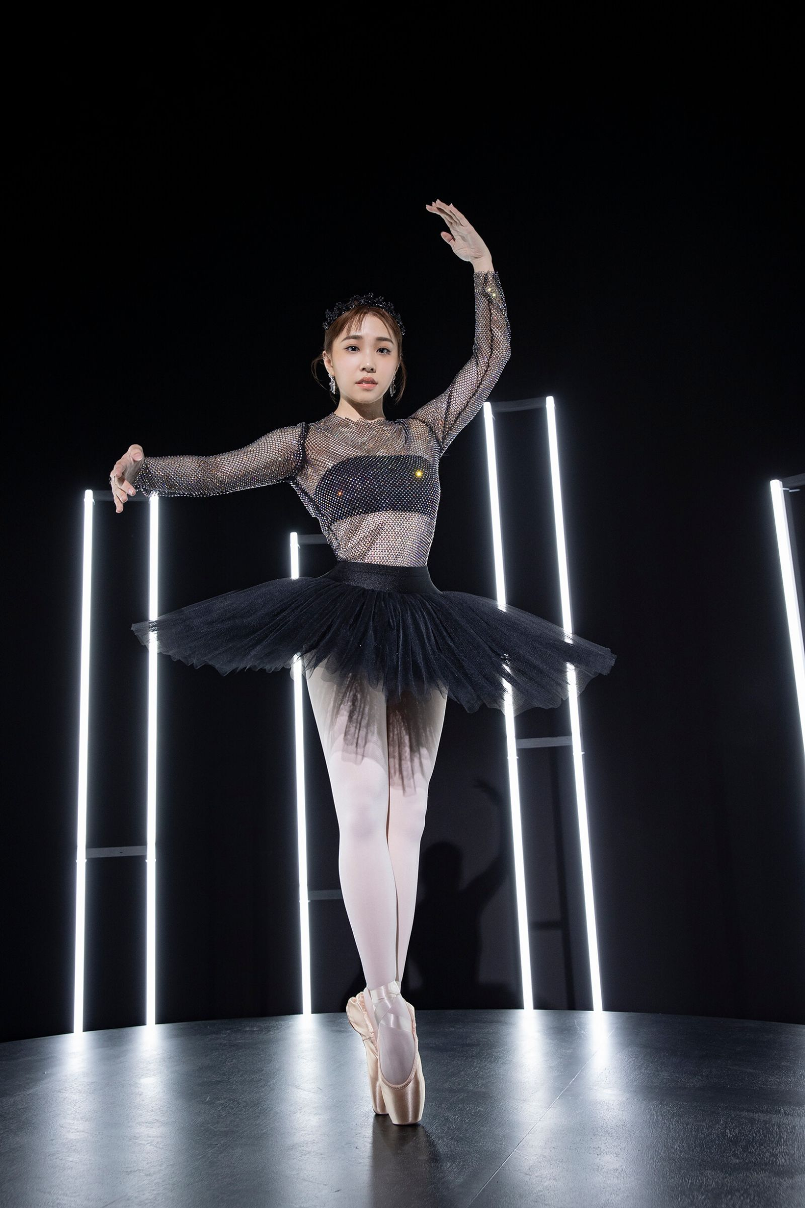 艾薇Ivy「化身黑天鵝」狂旋轉 穿12cm高跟鞋熱舞8小時!