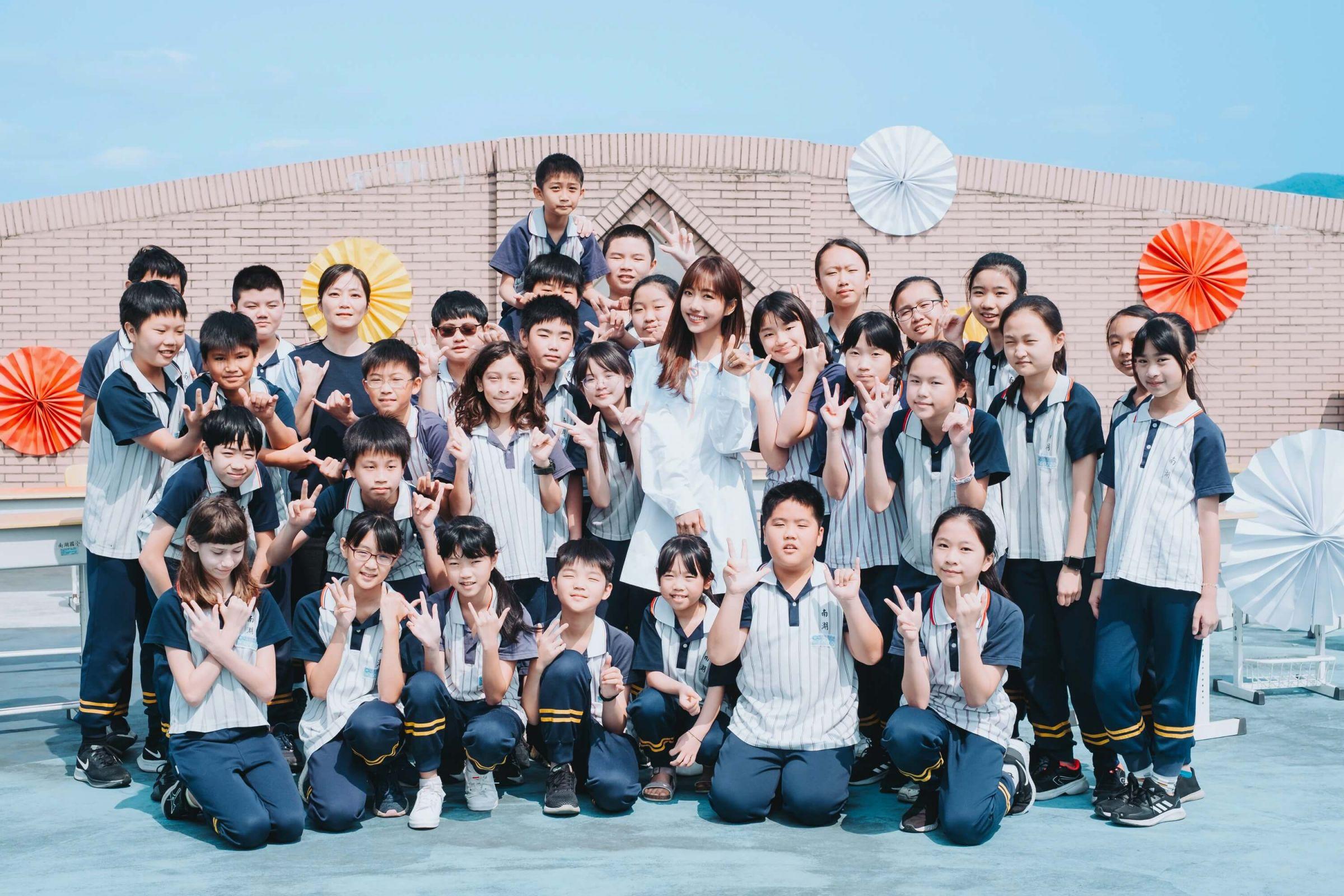 蔡佩軒重唱〈青春有你2021〉  邀黃氏兄弟留青春紀念!