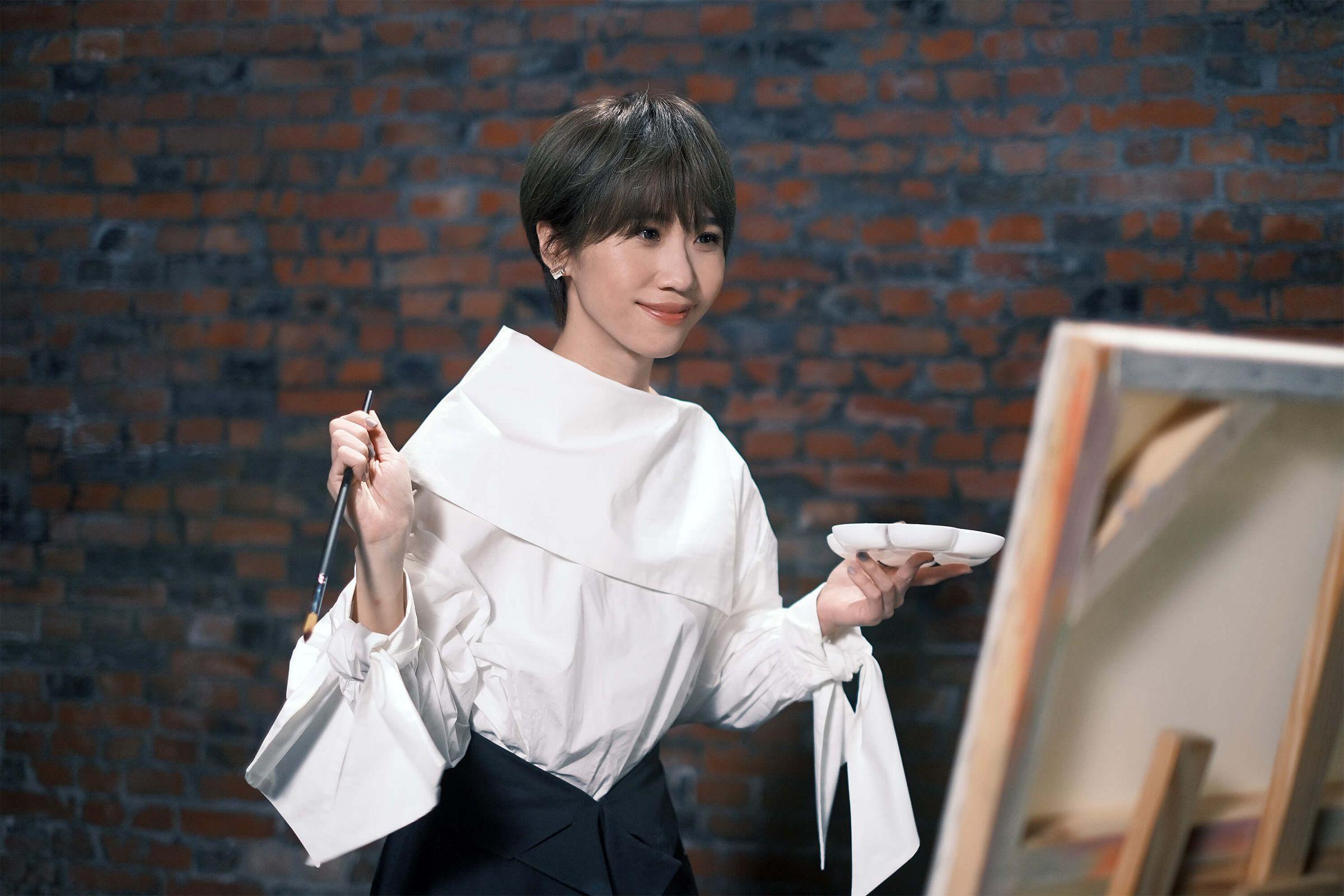 Lulu黃路梓茵「歲末年終獻禮」 挑戰一人分飾兩角!