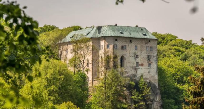 謎團未解!謠傳「胡斯卡城堡」封印地獄之門 對戰惡魔壁畫曝光