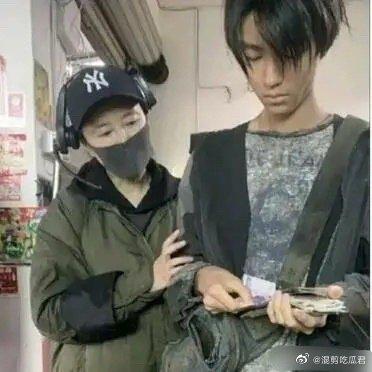 王俊凱暴瘦照曝光!手腕「只剩皮包骨」 網全嚇歪:削骨了?