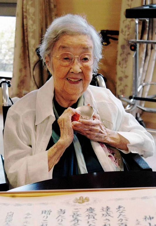 《阿信》奶奶去世了!「享耆壽100歲」網淚:童年的終結