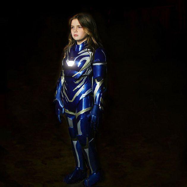 鋼鐵人女兒長大了!身穿「同款藍色盔甲」:希望有天可以繼承它