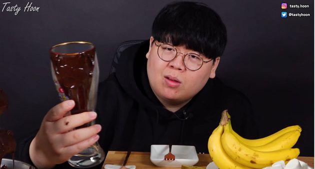 起司狂甩是經典?韓吃播「巧克力噴泉」再翻車 網:充滿綜藝魂