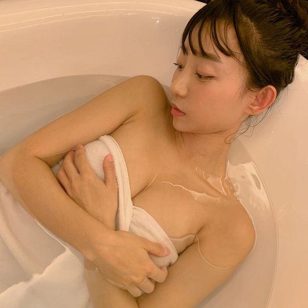 人體試衣間爆紅!韓國超兇DJ「泡澡畫面」曝光 網:看起來好軟