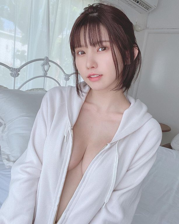 拉鍊拉到最低!日本第一女Coser「NoBra上陣」春光全外洩