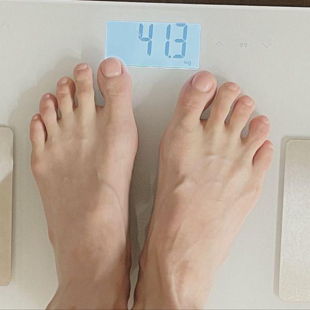 體重再創新低!泫雅「才說要增胖」見體重機嚇壞:不是這樣吧