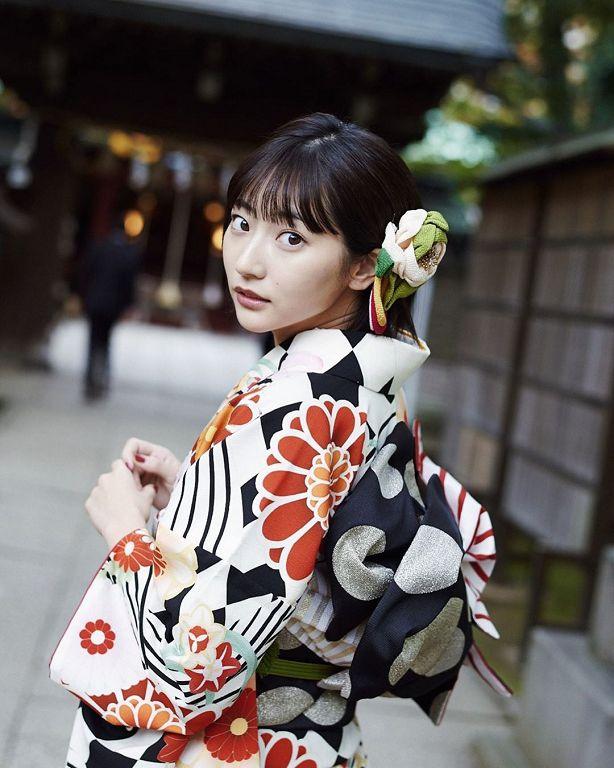 23歲日本寫真正妹「背景在台灣」!汽、機車亂停網罵翻:醜爆