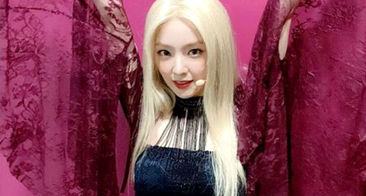 Irene一頭金髮是假的!公開「脫假髮過程」 粉絲直呼:很可憐