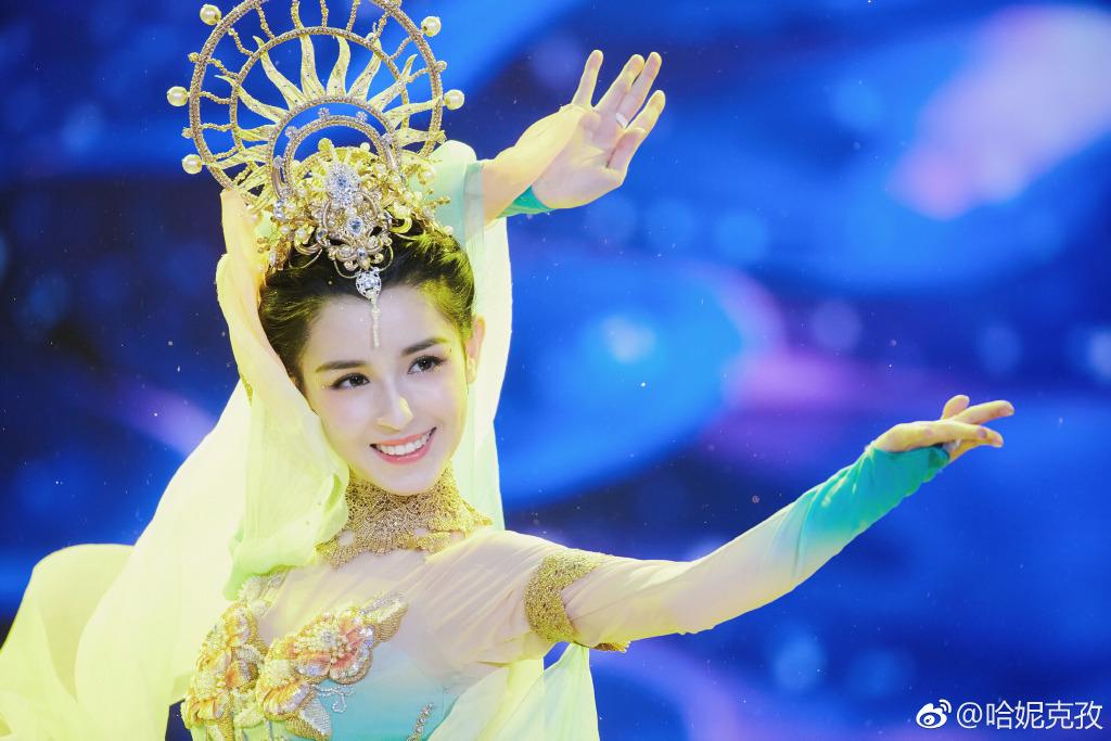 打敗迪麗熱巴!24歲新疆女神「0修圖照曝光」 真面目網嚇到