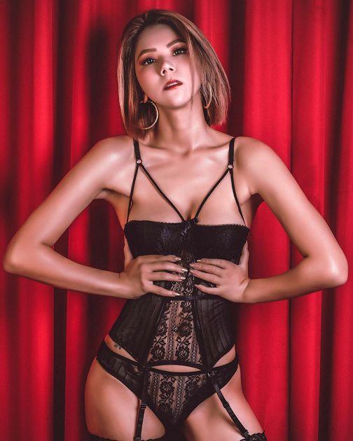 送福利沒極限!蕾菈辣穿「黑色蕾絲裝」 :女人勇敢做自己