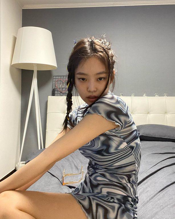 Jennie直播驚喜合體GD!深夜驚見「素顏狀態」 網:終於要回歸?