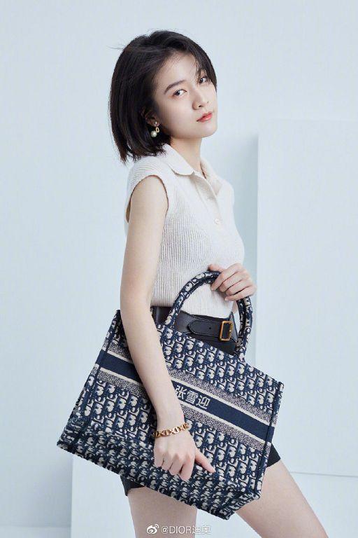 在包包刺上中文名!Angelababy「代言照曝光」 網:Dior宣告不治