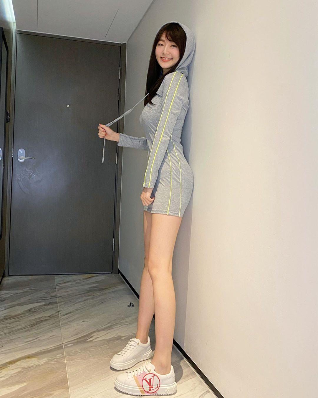 真理褲藏小心機!超兇女星辣曬「S曲線緊身衣」 網嗨:腿太美~
