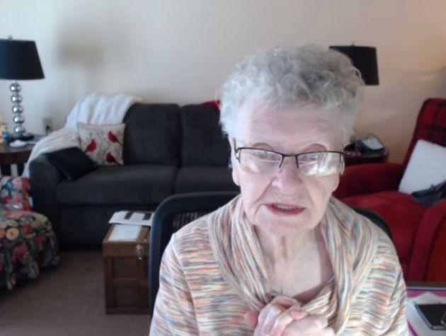 84歲還在玩!最老實況主爆紅「飽受酸民轟炸」  健康猛亮紅燈