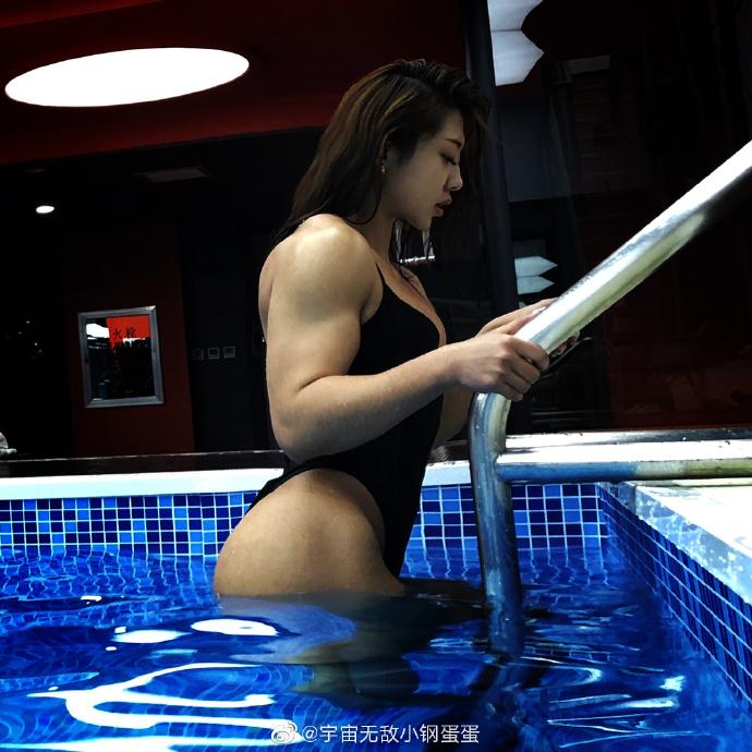 真人版春麗!甜美網紅「練成健美冠軍」 「驚人泳裝照曝光」網全嚇歪!