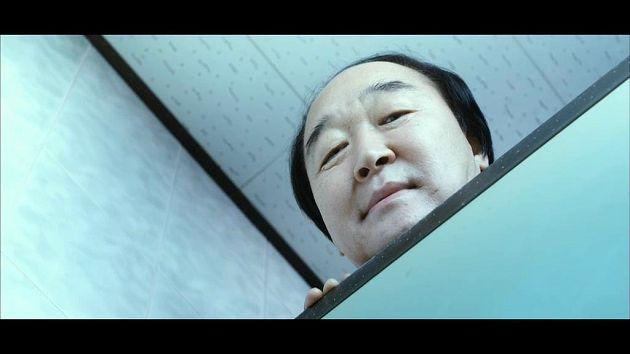 廁所抬頭驚見《熔爐》校長!「太恐怖」出不了戲:老婆3天不理我