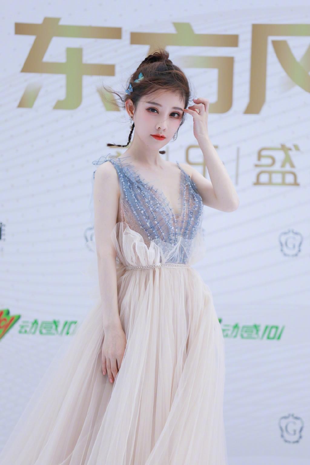 五官大走鍾!馮提莫「無修圖曝光」 網傻眼:又再整?