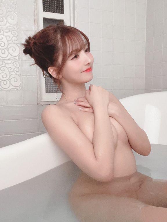 不甩手越祐也!三上悠亞慶27歲生日 「完全不穿」泡澡照曝光