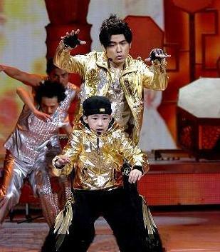 幫周杰倫伴舞爆紅!七歲街舞天才少年「能頭轉40圈」 11年後「悲慘近況曝光」!