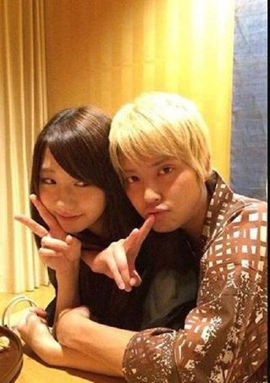 越解釋越糟!AKB48人氣成員爆「溫泉背後抱」 手越祐也加碼:是3男1女