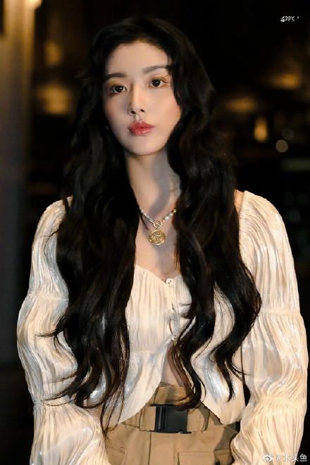 認不出!孔雪兒「掰了妹妹頭」新髮型曝光 網:好像趙小棠!